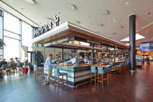 Un bar dell'aeroporto di Copenhagen, in Danimarca.
