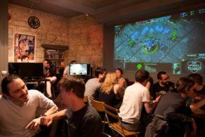 Aprire un game bar. Qui l'interno di un e-sport bar a Londra...
