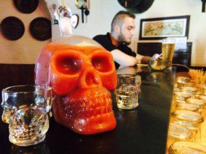 I bicchierini a teschio del locale di Malta