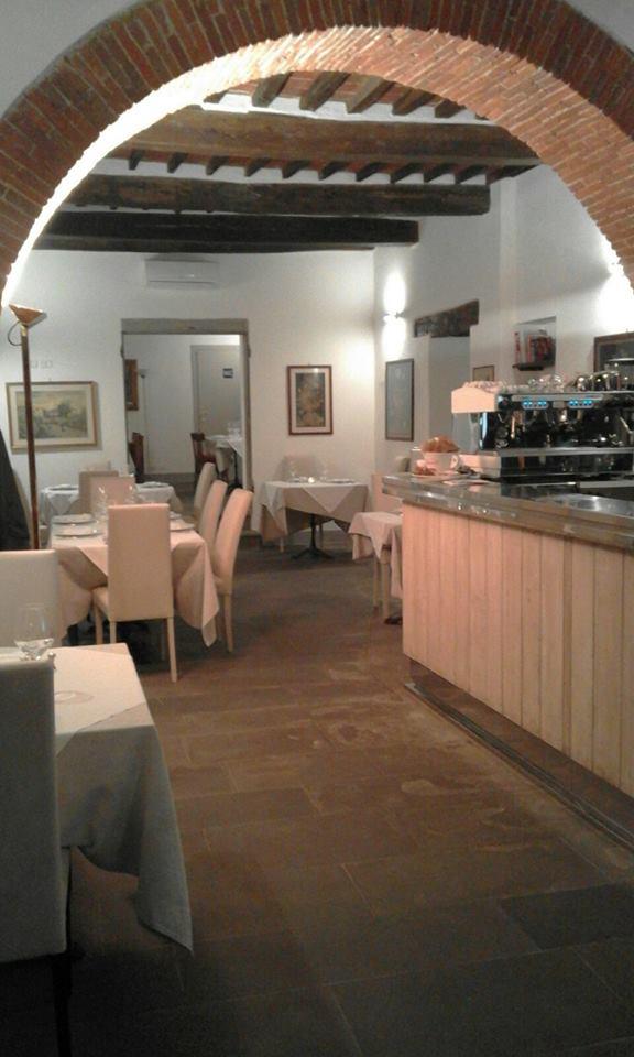L'interno del locale in vendita ad Arezzo