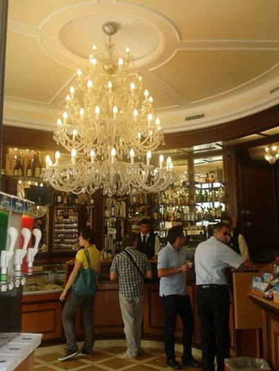 Il super lampadario aprire un bar for Arredamento ristorante fallimenti