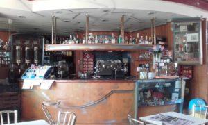 L'interno del bar in vendita in provincia di Como