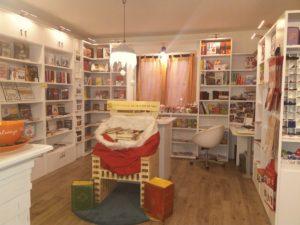 L'interno del caffè letterario in vendita a Montemurlo