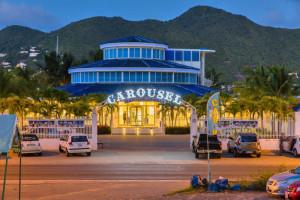 Il Carousel, il locale di Georgia e Ugo alle Antille