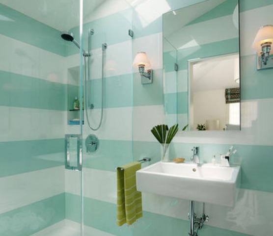 E' un bagno d'albergo, ma rende l'idea, il bagno a righe allarga...