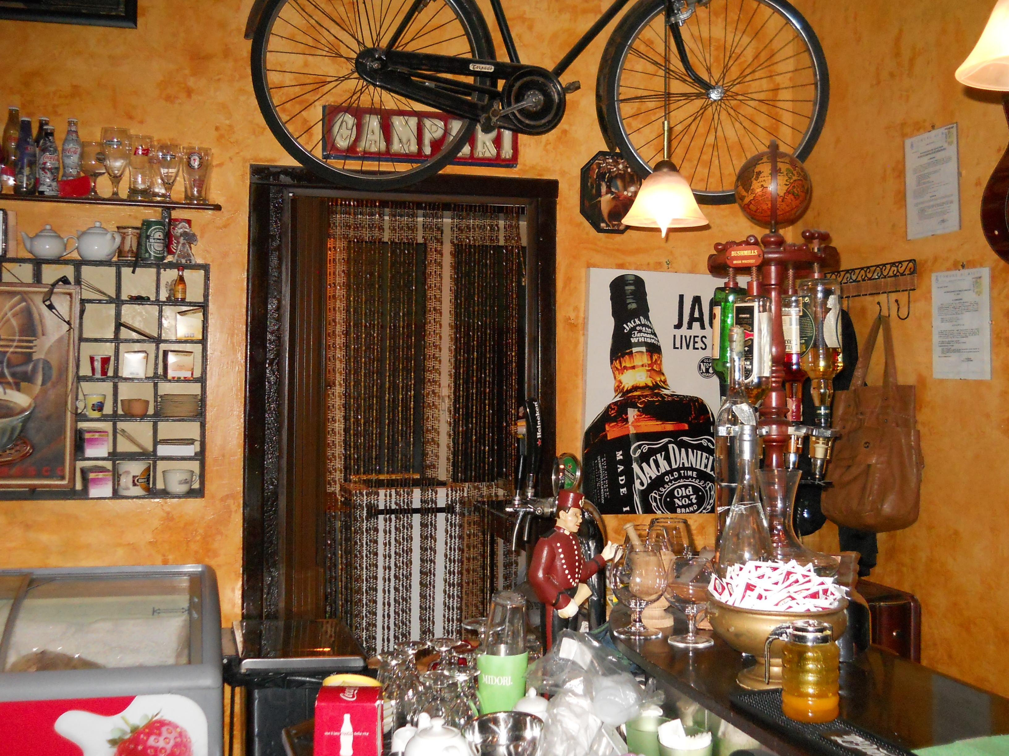 Cedesi bar caffetteria a rieti aprire un bar for Arredamento pub inglese