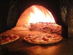 Il forno per la pizza, uno dei prodotti per cui è di solito indispensabile la canna fumaria...