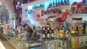 Il locale bar tavola calda in vendita a Cosenza