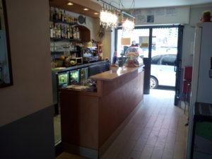 L'interno del bar nei pressi di Sestri Levante