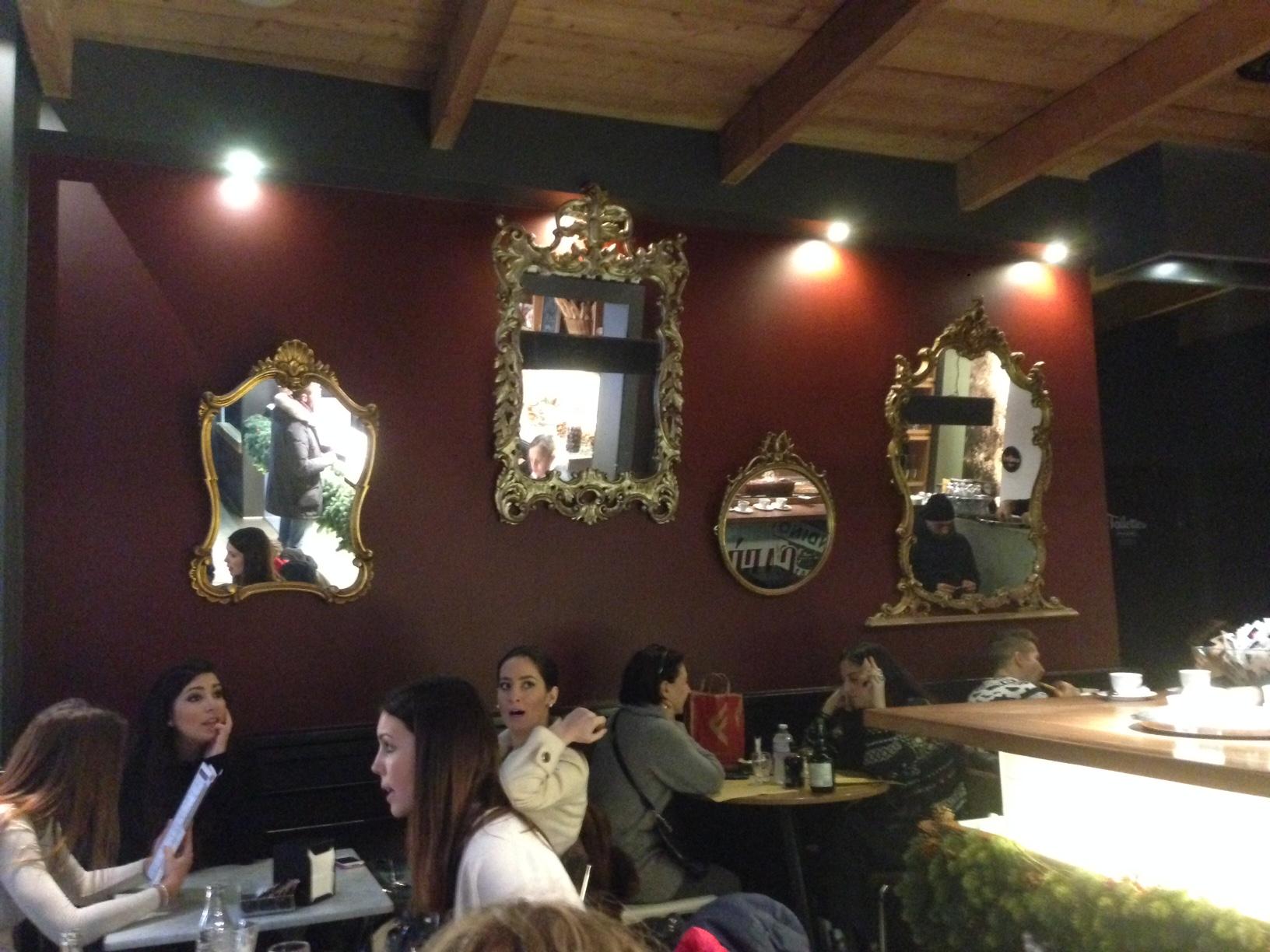 Arredare un bar con le cornici aprire un bar for Arredamento ristorante fallimenti