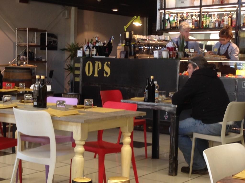 Anche l'arredamento dell'Ops Cafè è piacevole...