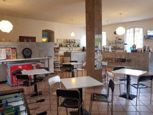 L'interno del locale in vendita in zona Como