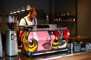 Una macchina da caffè espresso Pop-art...