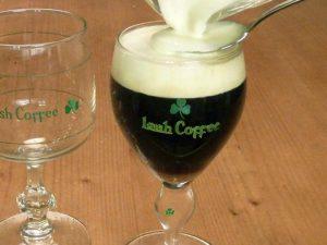 Vediamo come fare il vero irish coffee al bar