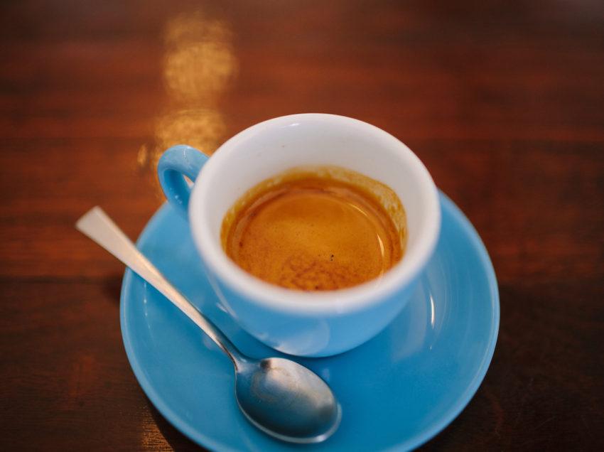 QUANTE TAZZINE PREPARA IN MEDIA UN BAR, E QUANTO COSTA UNA TAZZINA DI CAFFE' IN ITALIA