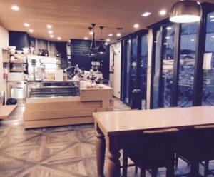 Un'altra veduta dell'area bar della caffetteria in vendita a Trento