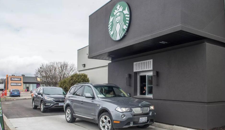 Anche Starbucks apre le caffetterie dove si ordina dalla macchina, pronti a un cappuccino volante?