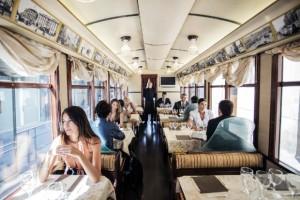 L'interno del ristorante sul tram a Milano