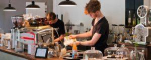 """l'interno di Nano coffee, una delle caffetterie più """"trendy"""" di Berlino."""