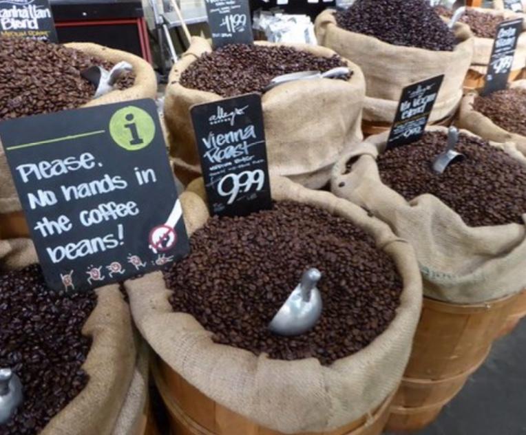 Caffè in vendita in torrefazione? Mai così, e non solo per le mani dentro!