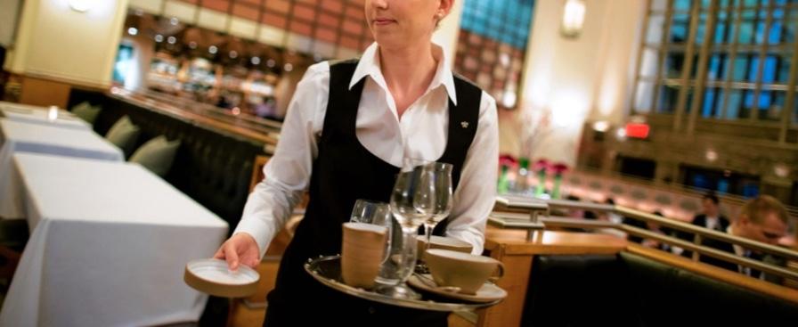 fare il cameriere senza esperienza