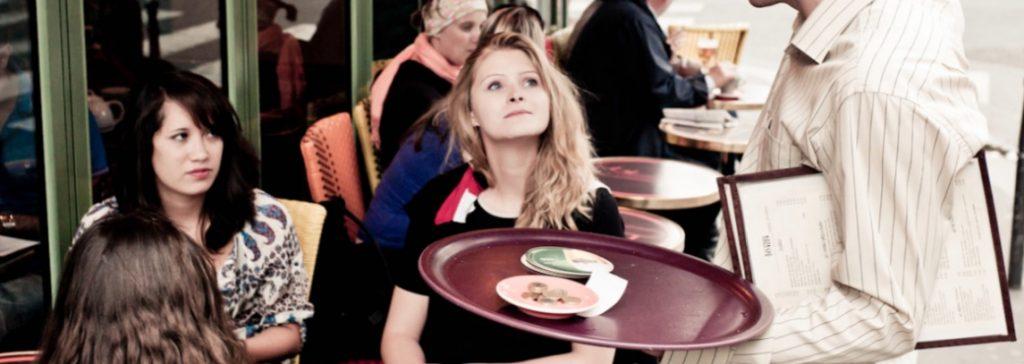 Cosa fa un cameriere?