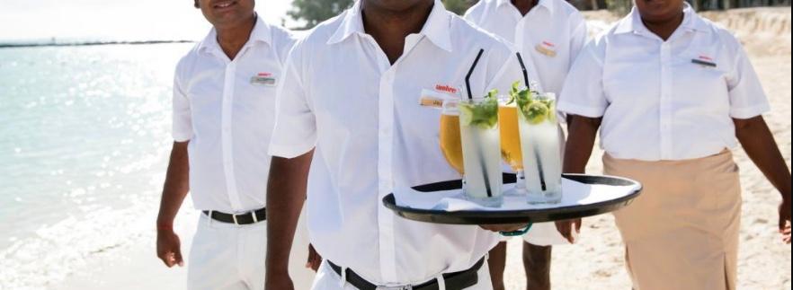 Qual'è lo stipendio di un cameriere stagionale? Da 1500 a (purtroppo) 600€ al mese...