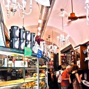 Una caffetteria della catena italiana Mokaflor.