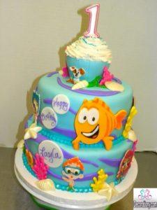 Torta di compleanno di bambini con il cake design