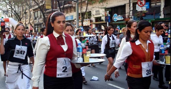 La corsa dei camerieri, ma qui siamo a Buenos Aires!