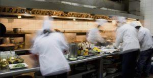 Nel momento del pranzo, in cucina si va velocissimi!