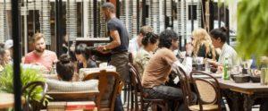 Aumentare la clientela di un bar creando un ambiente rilassato...