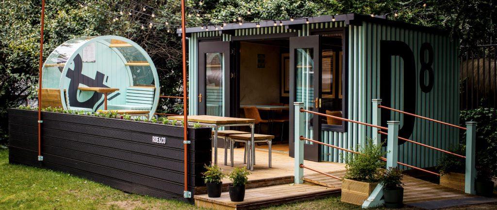 Un bancone bar da esterno dovrà essere costruito con i materiali permessi dal decoro urbano fissato dai regolamenti comunali