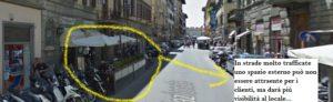 In strade trafficate uno spazio esterno non attira clienti a sedersi, ma aumenta la visibilità del locale