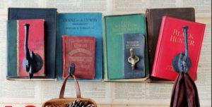 idea 3: amate i vecchi libri? opportunamente incollati possono diventare un'attaccapanni, o una mensola....