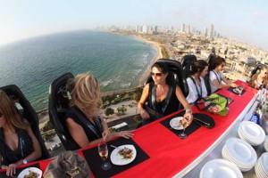 Dinner in the sky sui cieli di Jaffa, in Israele