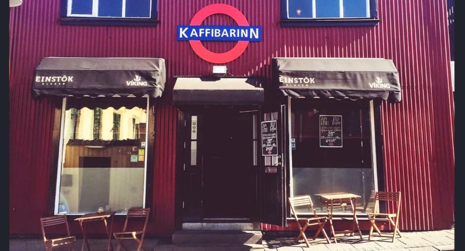 Il Kaffibarinn è la caffetteria più famosa di Reykjavík, è può essere un nostro obiettivo se vogliamo lavorare in Islanda