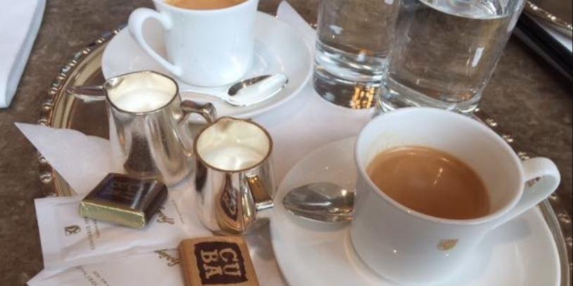 Per lavorare come barista in Svizzera bisogna anche conoscere un servizio di caffè diverso dal classico italiano.