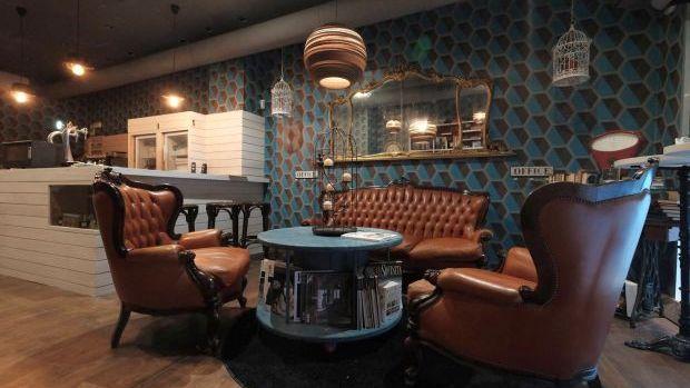 I curatissimi spazi interni del Sofartcafè