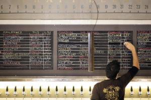 Il menù del Queen Makeda pub, il locale aperto grazie al Crowdfunding.