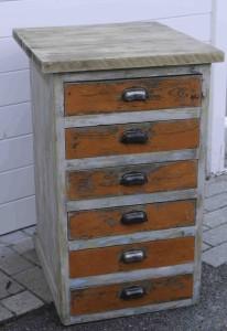 Una cassettiera d'epoca all'Ateliers 58
