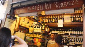 Una storica bottega di panini a Firenze. Le aree frequentate da turisti possono essere ideali per queste attività.