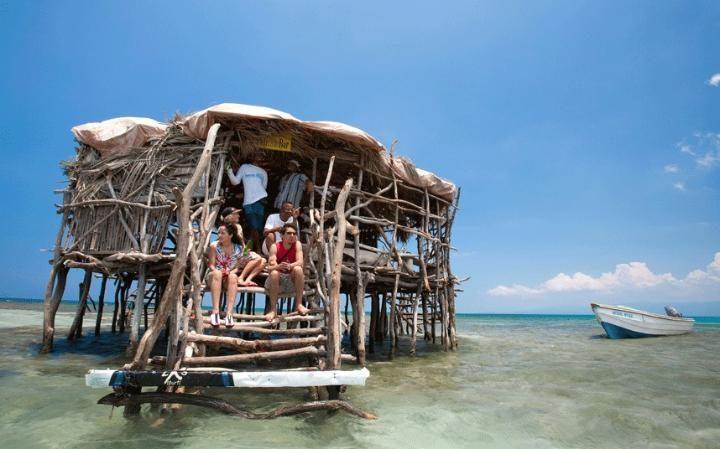 I bar da spiaggia più belli del mondo? Il Pelican bar in Giamaica