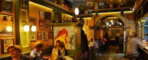 Il Jubilee di Malta, un locale sovrabbondante, di quadri e di atmosfera.. (dal sito dine.com)