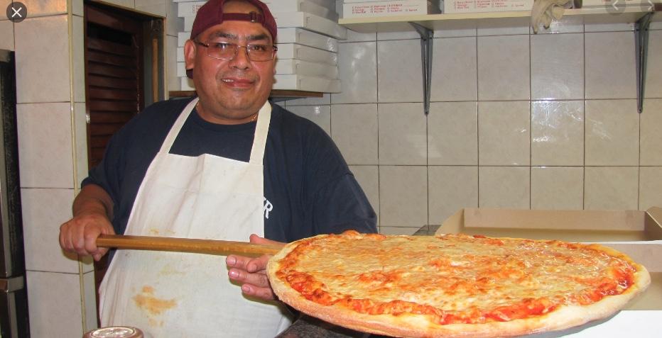 Un poco rassicurante pizzaiolo di New York. Quanto si guadagna a vendere la pizza in America?