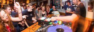 Come organizzare una festa di laurea o di compleanno nel proprio bar? Vediamo...