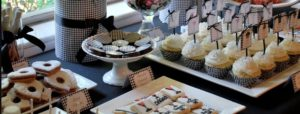Le idee originali per un buffet economico per feste di compleanno in un bar possono passare anche dai cup cakes!