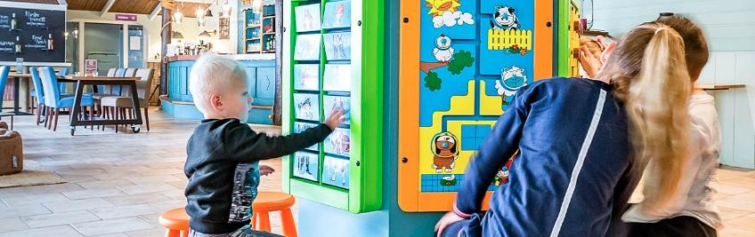 Un angolo giochi è praticamente imprescindibile nell'arredamento di un locale per bambini, cerchiamo di collocarlo lontano dai percorsi dei camerieri...