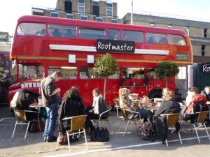 l ristorante di Londra costruito dentro un autobus. Si può fare in Italia? Con quali permessi?