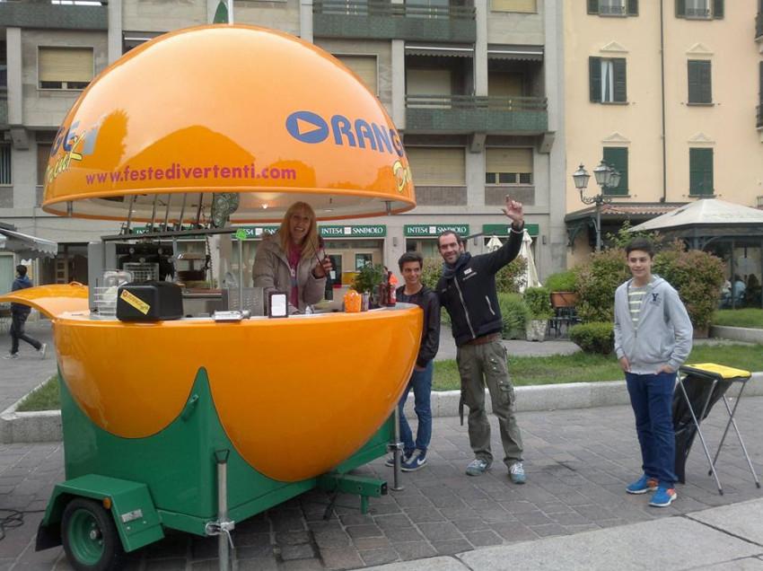 VENDESI BAR/CHIOSCO MOBILE A FORMA DI ARANCIA